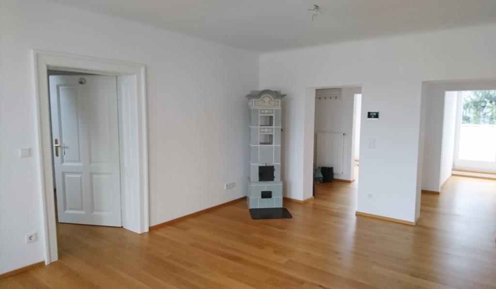 andr viertel salzburg 2 5 zimmer altbau wohnung mit terrasse und grandiosem ausblick. Black Bedroom Furniture Sets. Home Design Ideas